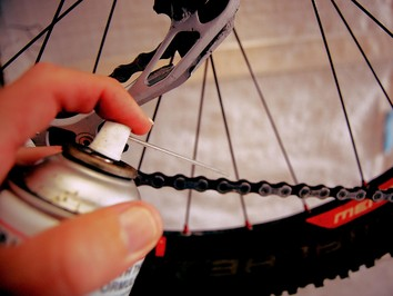 apply degreaser to bicycle chain
