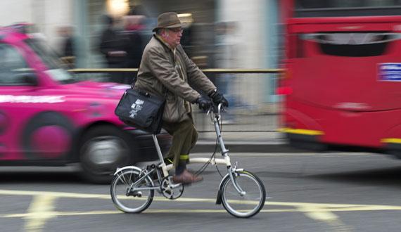 ruban cyclist commute by bike