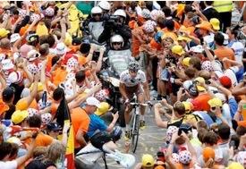 Alpe dHuez crowds