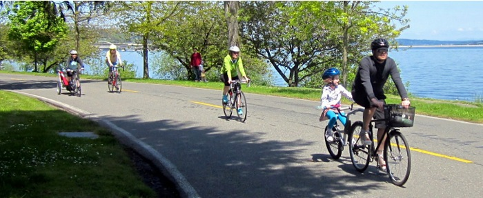 Families cycling alongside Lake Washington in Seattle