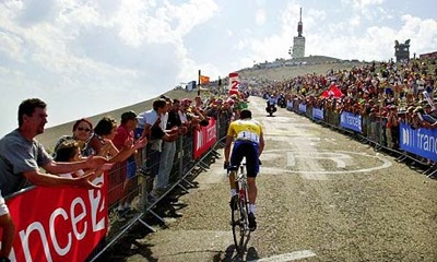 Lance ARmstrong climing Mont Ventoux 2009