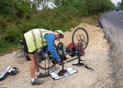 Become a mobile mechanic when cycling on the road