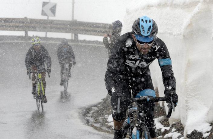 Sky-team-rider-climbing-during-snow-storm