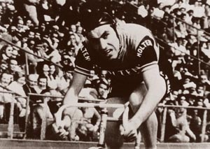 Eddie Merckx gritting his way to the hour record in Mexico City, 1972