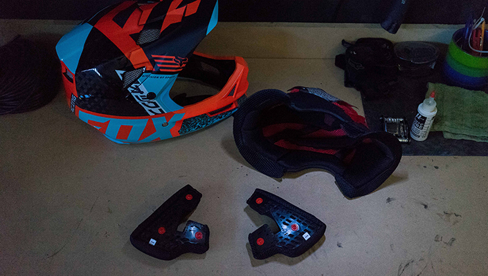 Padding of the Fox Rampage Pro Carbon MIPS helmet