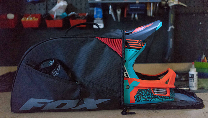 Helmet bag included with the Fox Rampage Pro Carbon MIPS