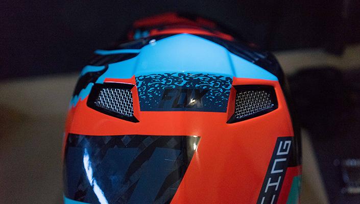 Mesh aluminum vents of the Fox Rampage Pro Carbon MIPS helmet