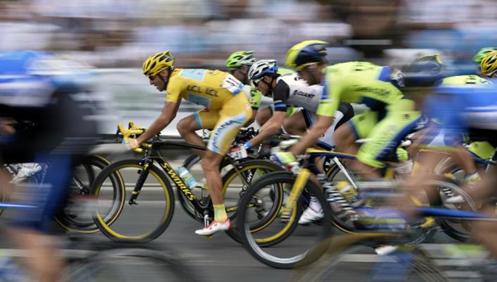 Yellow jersey out front Tour de France 2015