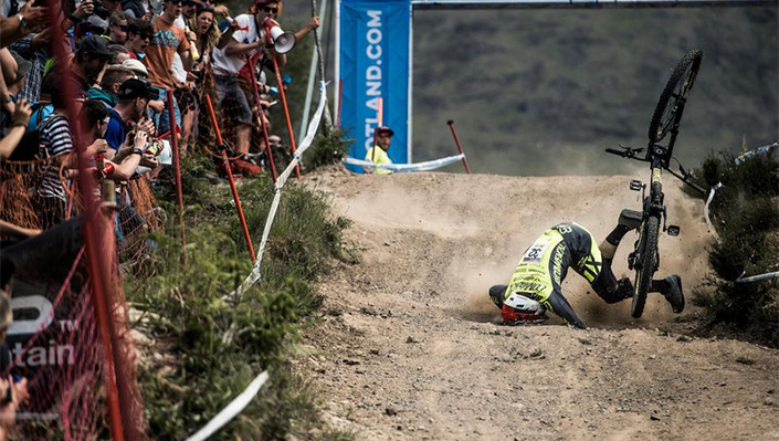 George Brannigan goes down at UCI World Cup. Would a neck braces help?