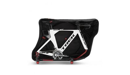 Scicon Aerocomfort Tri 3.0 TSA with Trek TT bike inside