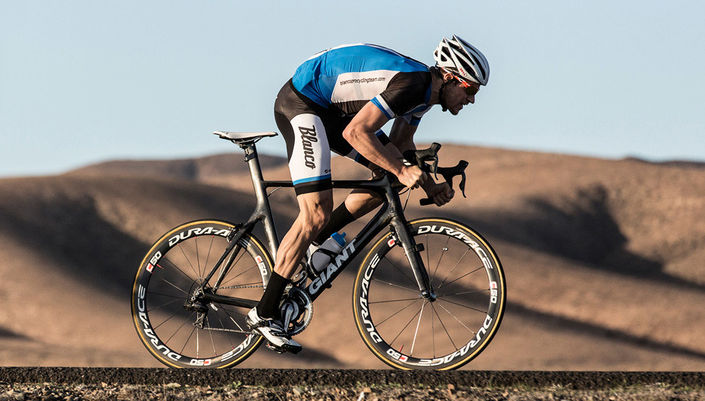 Theo Bos training on Giant Propel Advanced SL