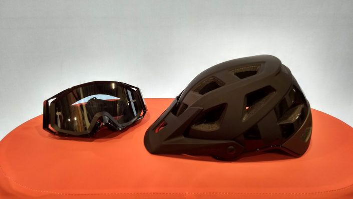 Limar Delta Enduro Bike Helmet with ROC Gravity Goggles
